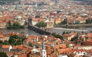 Чехия – это страна с богатой историей, в ней находится большое количество театров, музеев, соборов, средневековых замков. Также здесь есть красивые города и поселки, экономика и инфраструктура являются развитыми. Жители страны – приветливые, культура – уникальна, а национальная кухня – удивительно вкусная. Обязательно стоит приобрести авиабилеты в Чехию, особенно, если вы ни разу не были в этой стране.