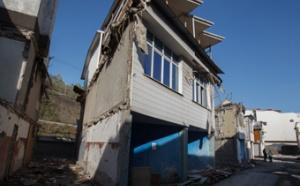 Программа по сносу незаконных строений в Сочи будет полностью завершена осенью текущего года. Об этом