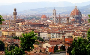 Во Флоренции действует две официальных службы перевозок – это такси и трансферные компании. Услуги трансфера в этом городе соответствуют высоким стандартам.