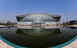 В китайской провинции Сычуань состоялось торжественное открытие самого большого здания в мире