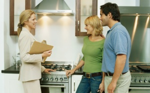 Критерии, по которым выбирается недвижимость в аренду, могут быть разнообразными. Но есть определенный перечень обязательных вопросов, которые нужно задать себе, прежде чем совершить сделку с недвижимостью.