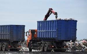 Из-за предложения Госсовета о включения в мусорный тариф специальный сборов на рекультивацию земель под мусорными полигонами, цена этого самого тарифа может увеличиться.