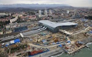 В Адлерском районе Сочи начались работы по благоустройству территории, прилегающей к строящемуся вокзалу.