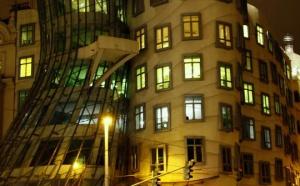Танцующий дом в Праге оценили в 10 миллионов евро. Чешский Central Group намерен заплатить именно такую сумму за покупку знаменитого архитектурного творения. Лидер рынка новых квартир в стране планирует создание в Танцующем доме музея современной архитектуры и дизайна и открытие его для посещений