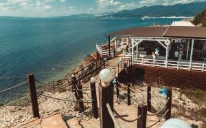 Специалисты одного из крупных сервисов по бронированию отелей и квартир «Твил.ру» провели исследования и выяснили, какие города и посёлки Черноморского побережья наиболее популярны для отдыха в кемпингах.