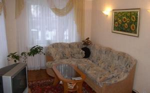 Когда мало места, но хочется жить, не спотыкаясь об мебель, на помощь придет квартира-студия. Отсутствие стен делает квартиру максимально большой, а правильно расставленная мебель сделает ее очень комфортной!