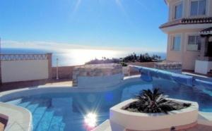 Сумма, необходимая, чтобы купить дом в Испании, может быть разной. Все зависит от выбора покупателя и его финансовых возможностей.