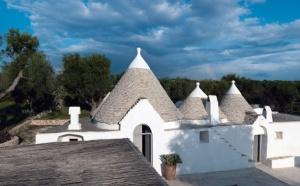Сегодня в Италии все большую популярность набирают дома-трулли. Такие сооружения со смешным названием подходят в большей степени для отдыха на побережье моря.
