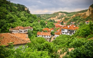 Если вы еще ни разу не были в туристической поездке за границей, начните узнавать новый мир с Болгарии. Страна практически не имеет с нами языкового барьера, а по уровню комфорта отелей и интереса к ней она занимает одно из пяти ведущих мест в мире.