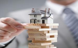 Как сообщили в Министерстве, обновленные цены позволят приравнять стоимость жилья к рыночной. Государственное ведомство подняло цены на жилье, которые ранее были актуальны для социальных выплат, при приобретении недвижимости за счет государственного бюджета. Такое решение привело к повышению стоимости квадратного метра недвижимости в двенадцати областях РФ.