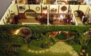 Благодаря Толкиену хоббиты стали знамениты. Экранизации фильмов про Средиземье только упрочили популярность как самой саги про борьбу за кольцо Всевластия и путешествия к дракону Смаугу, так и популярность небольших существ, которых называют Хоббиты.