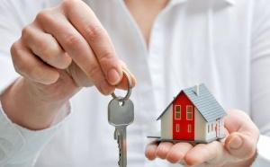 Средневзвешенная ставка по ипотечным кредитам снизилась в октябре до 9,95 процента, информирует Банк России. По кредитам на новостройки ставка выдачи в октябре составила 9,81 процента, а на приобретение готового жилья на вторичном рынке - 10,02 процента, сообщили в Агентстве Ипотечного Жилищного Кредитования.