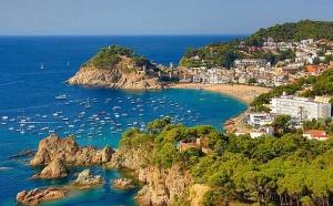 Коста Брава — популярный туристический район Средиземноморского побережья Испании. Живописная природа, умеренный климат привлекают сюда тысячи отдыхающих. Ценят эти уникальные места и сами каталонцы.