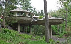 На этот раз продается дом-гриб, который находится в Соединенных Штатах Америки.