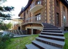 Дом 1260 м² на участке 24 сот.