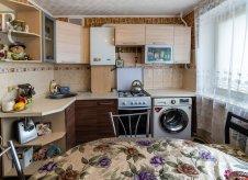 2-к квартира, 50 м², 1/4 эт.