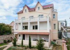 Дом 320 м² на участке 4 сот.