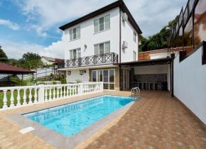 Дом 165.00 м² на участке 9.50 соток